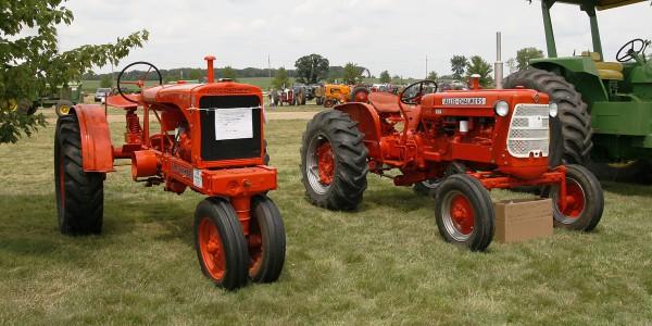 A pair of vintage Allis - Chalmers tractors.
